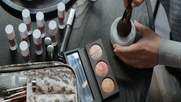 Temel Makyaj İlkeleri ve Makyaj Kozmetikleri